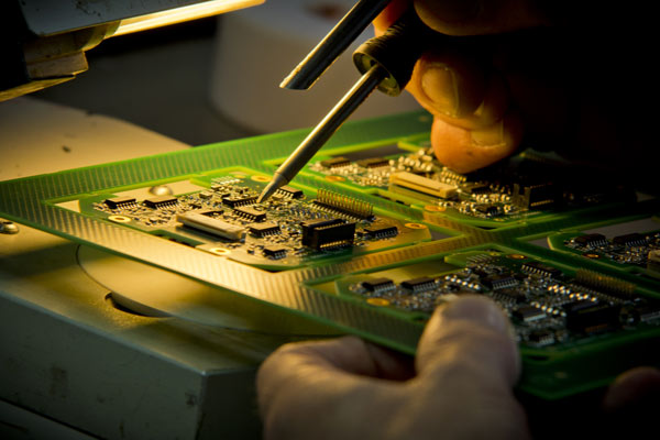 PCB layout service from Phoenix Systems